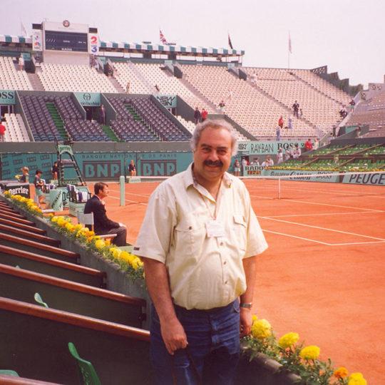 Roland Garros merkez kort, Kortun kenarında görülen localar, bulunması zor ve en pahalı biletlere sahip