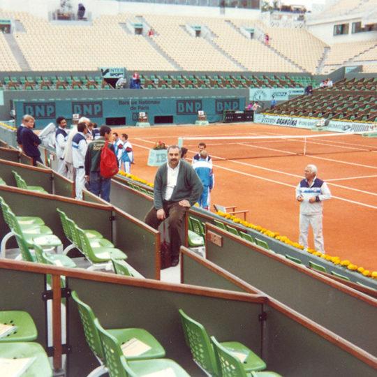 Roland Garros merkez kort: 2001 yılında bu kortun adı, 20 yıl süreyle Fransa tenis federasyonu başkanlığı yapan Philippe Chatrier olarak değiştirildi.