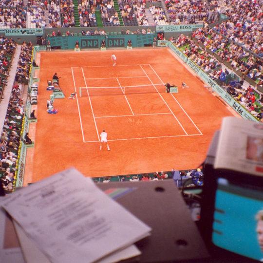 İsveç tenisinin başarılı ismi Edberg, Roland Garros'ta merkez kortta