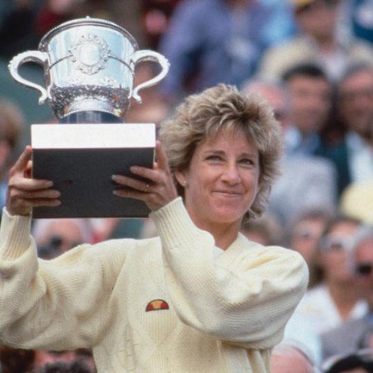 Tenis dünyasının efsane ismi Chris Evert (ABD) merkez kortta bu kupayı yedi kez kaldırdı.