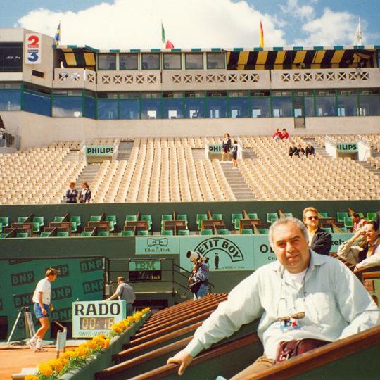 Roland Garros 1994, Geri planda görülen tek katlı TV anlatım kabinleri 2008 yılında tribünle birlikte yenilenerek çok modern bir görünüm aldı