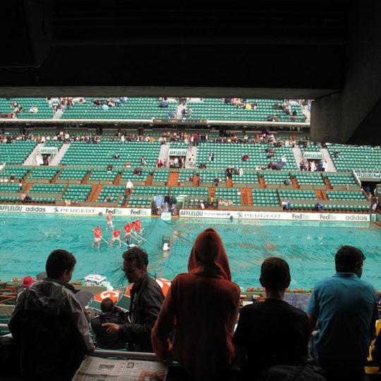 Roland Garros'ta yağmurun etkili olduğu günlerden biri