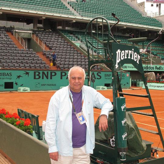 Roland Garros'ta merkez kort. Henüz hiç kimse yok ama iki saat sonra bu kort çekişmeli bir mücadeleye ev sahipliği yapacak