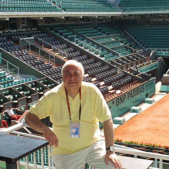 Roland Garros merkez kortta yeni bir gün başlangıcı, kapılar seyirciye henüz açılmamış...