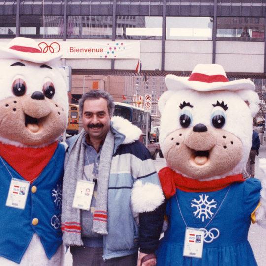 1988 Calgary Olimpiyat Oyunları (CAN) Oyunların maskotu Hidy ve Howdy ile