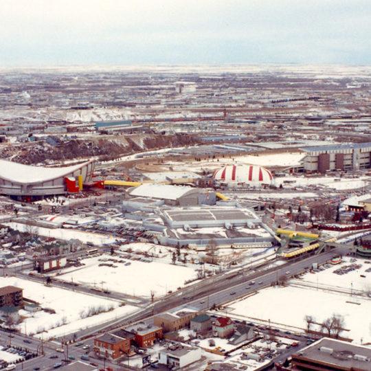 1988 Calgary Olimpiyat Oyunları (CAN) Calgary kentinin ve yarışma merkezlerinin kuş bakışı görünümü