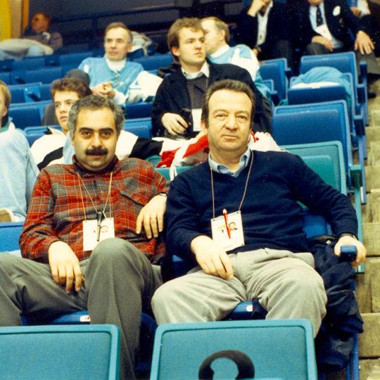 1988 Calgary Olimpiyat Oyunları (CAN) Aydın Köker ile buz hokeyi maçında