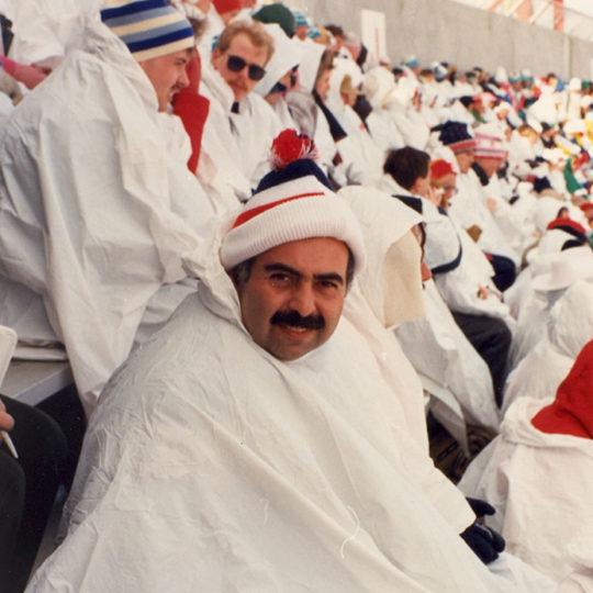 1988 Calgary Olimpiyat Oyunları (CAN) Tribünlerde seyirciler arasında (Kapanış töreni)