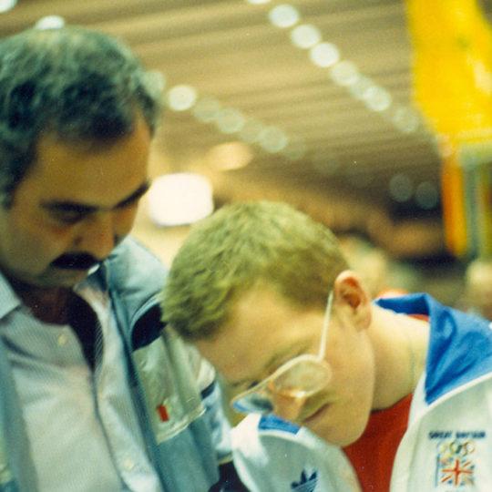 1988 Calgary Olimpiyat Oyunları (CAN) Calgary'nin en popüler ismi Kartal Eddie ile havaalanında karşılaştık