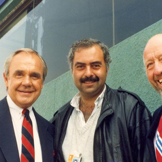 1988 Seoul Olimpiyat Oyunları (KOR) NBC yorumcuları Dick Enberg ve Bud Collins'le birlikte
