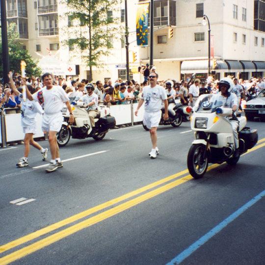 1996 Atlanta Olimpiyat Oyunları (ABD) Meşaleye yol kenarlarında büyük ilgi var