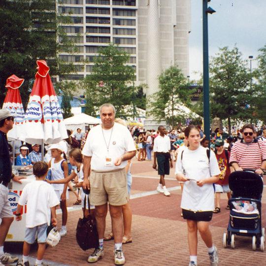 1996 Atlanta Olimpiyat Oyunları (ABD) CNN Televizyonu merkez binası önünde