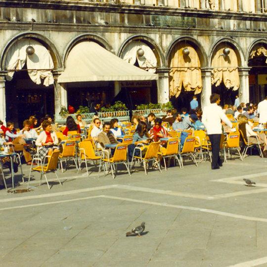 1984 Venedik – St. Marco Meydanı Cafeler
