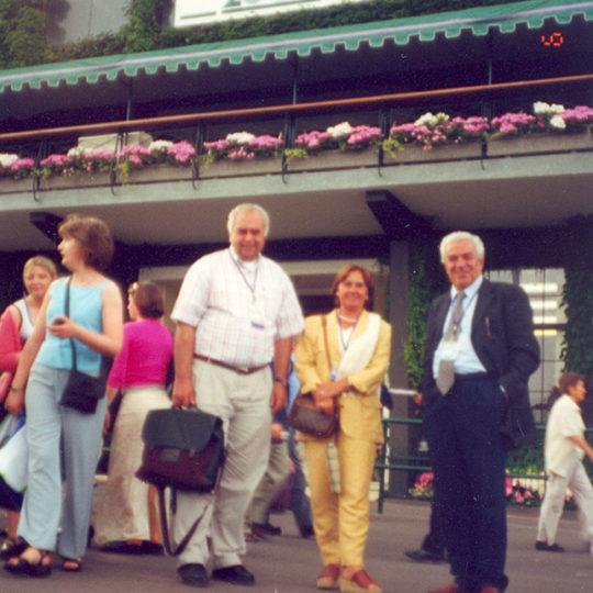 2000 Wimbledon, Tenis Federasyonu eski başkanlarından Şadi Toker ve eşiyle