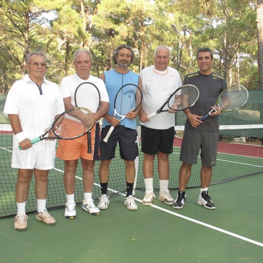 Aktur'da tenis