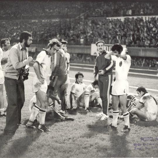 1976 İstanbul İnönü Stadında uzatmaya giden bir Trabzonspor maçı
