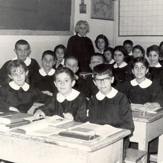 1963 Kayseri Sümer İlkokulu, öğretmen Naciye Otruğman ile