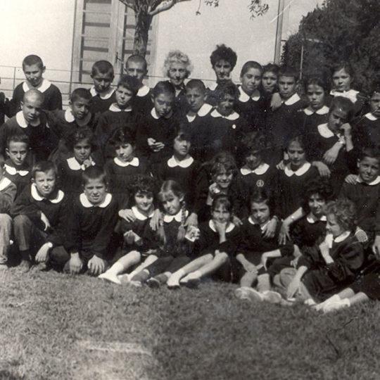 Kayseri Sümer İlkokulu, 5. Sınıf öğrencileri öğretmen Naciye Otruğman ile 20 Mayıs 1963