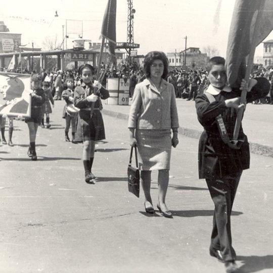 1963 Sümer İlkokulu öğrencileri, 23 Nisan törenleri için Kayseri Cumhuriyet Meydanında